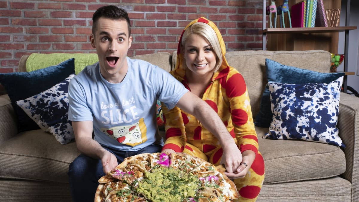 "Courtney and Mike choose which types of pizza reign ""nom"" supreme."