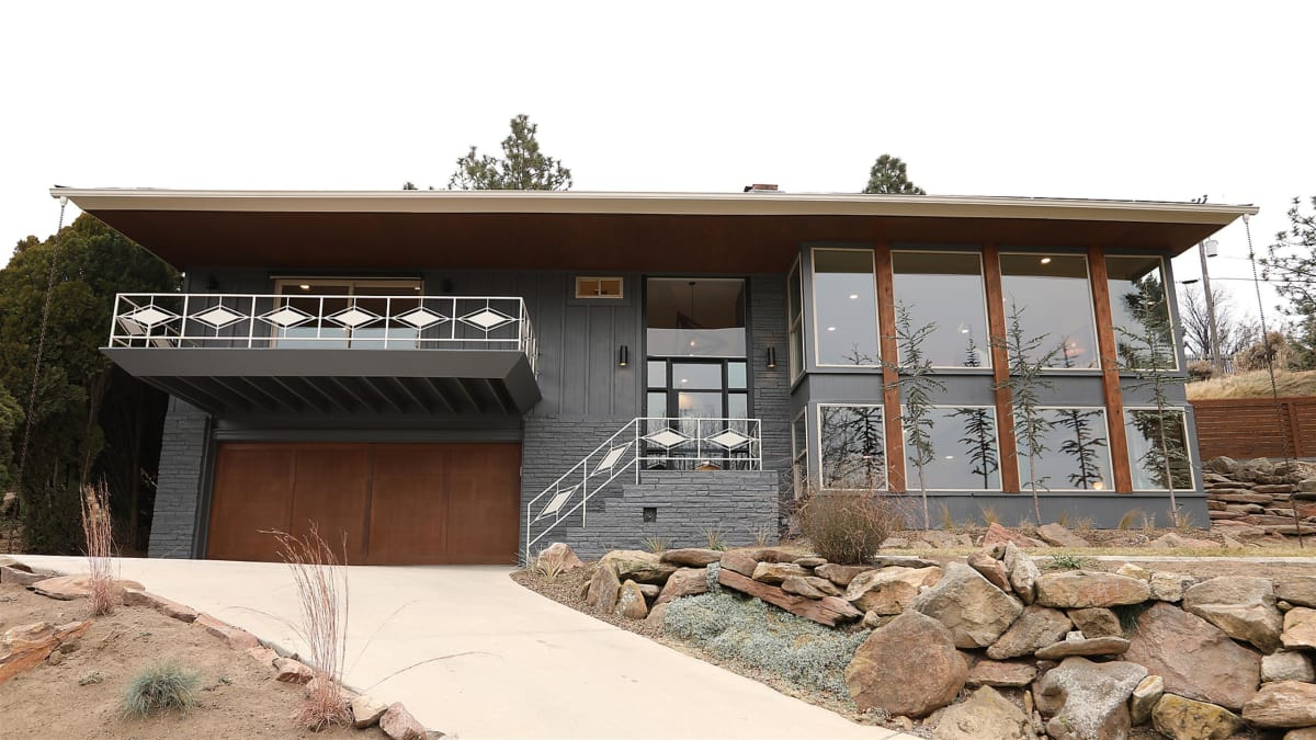 Luke and Clint give a midcentury modern house a Hollywood-style makeover.