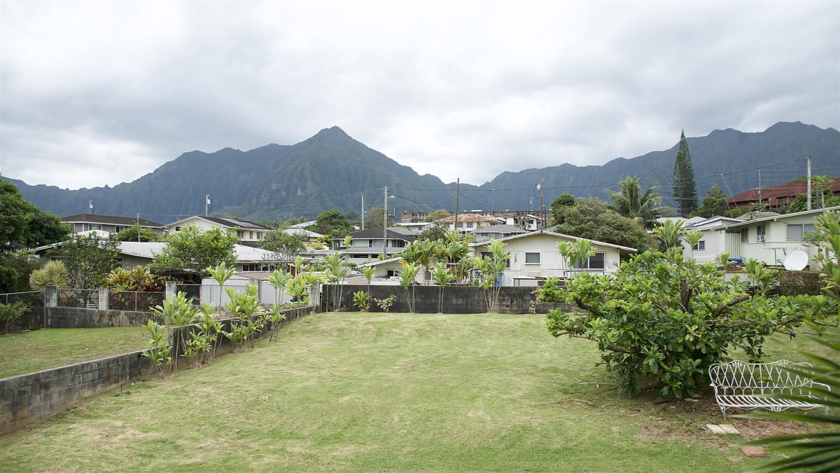 A medical resident searches for an entertainer's oasis in lush Kaneohe.